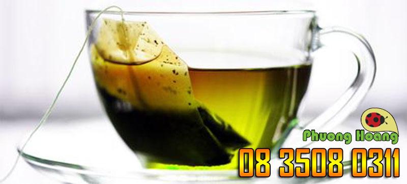 Đắp túi trà lọc lên dấu vết bị côn trùng cắn sẽ giúp đào thải dịch và chất độc ra khỏi vết cắn, làm giảm ngứa và sưng.