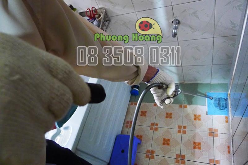 Diệt côn trùng trong nhà vệ sinh